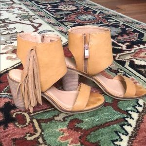 Size 7 Sandals like new